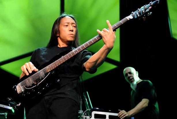 Entrevista al bajista John Myung [25/10/2011]